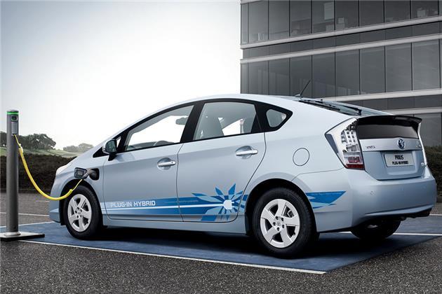 مصوبه غیرقانونی دولت برای افزایش تعرفه خودروهای هیبریدی