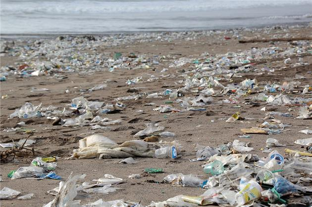 هر ایرانی روزانه سه «پلاستیک» وارد محیط زیست میکند