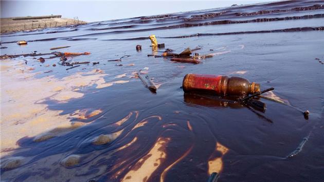 نشت هزاران لیتر نفت در سواحل کانادا