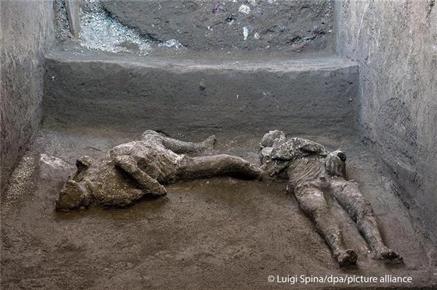 """کشف جسد """"مرد پولدار و برده مردش"""" ازحفاریهای پمپئی"""